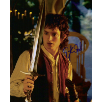 "Elijah Wood Autographed 8""x10"" Photo (Sting)"