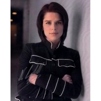 "Neve Campbell Autographed 8"" x 10"" - 5"