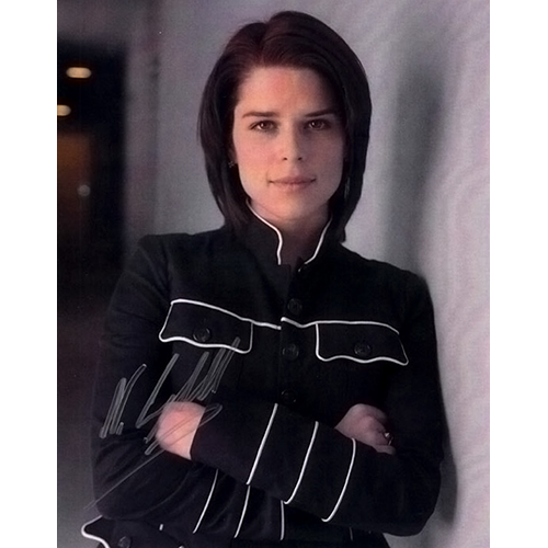 """Neve Campbell Autographed 8"""" x 10"""" - 5"""