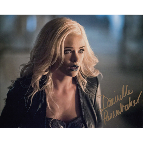 """Danielle Panabaker Autographed 8""""x10"""" (The Flash)"""