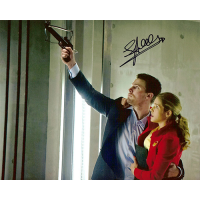 "Stephen Amell Autographed 8""x10"" Photo (Crossbow)"