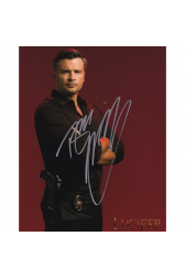 "Tom Welling Autographed 8""x10"" (Lucifer)"